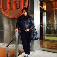 Foto scattata a BTH Restaurant and Lounge da Dawn K. il 11/17/2014