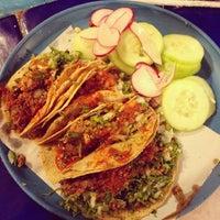 Foto tirada no(a) Tacos Charly por Andrés R. em 5/2/2014