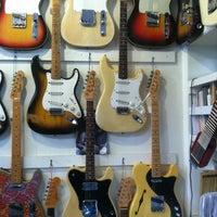 รูปภาพถ่ายที่ Lark Street Music โดย Pete W. เมื่อ 3/13/2013