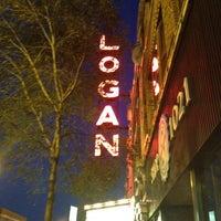 Das Foto wurde bei Logan Theatre von Mark P. am 4/2/2013 aufgenommen
