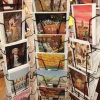 Foto tirada no(a) Tattered Cover Bookstore por Kait B. em 10/2/2012