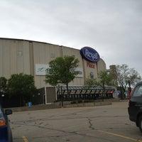 รูปภาพถ่ายที่ Northlands Coliseum โดย Josh J. เมื่อ 6/1/2013