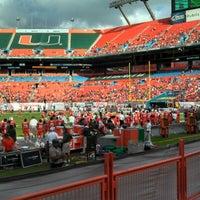 รูปภาพถ่ายที่ Hard Rock Stadium โดย Keith F. เมื่อ 11/17/2012