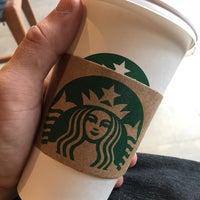รูปภาพถ่ายที่ Starbucks โดย Hygor Cró T. เมื่อ 3/14/2018