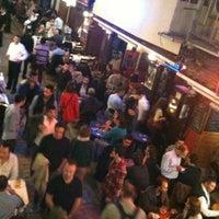 10/31/2012 tarihinde Alper E.ziyaretçi tarafından Aslanım Bar & Bira Evi & Restaurant'de çekilen fotoğraf