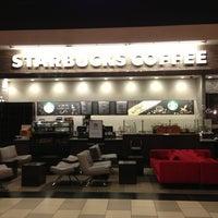 Снимок сделан в Starbucks пользователем Pascal C. 2/15/2013