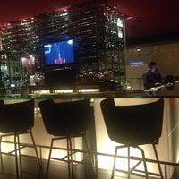 Foto tirada no(a) Burgundy Bar & Lounge por Mahendra Y. em 2/28/2014