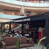 Снимок сделан в Starbucks пользователем Arman M. 5/12/2013