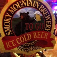 Foto tirada no(a) Smoky Mountain Brewery por Keith W. em 11/4/2012