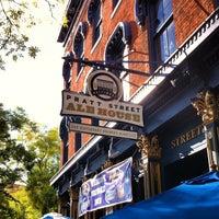 Das Foto wurde bei Pratt Street Ale House von Paige am 9/23/2012 aufgenommen