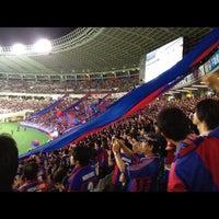 Das Foto wurde bei 味の素スタジアム ホーム側ゴール裏 von なかぎゃ am 9/22/2012 aufgenommen