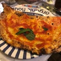 Foto diambil di Sorbillo Pizzeria oleh Vonatron L. pada 8/5/2018