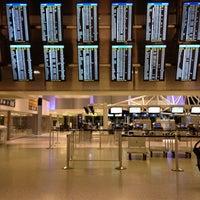 รูปภาพถ่ายที่ George Bush Intercontinental Airport (IAH) โดย Jimmi M. เมื่อ 5/3/2013