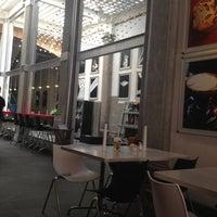 Foto diambil di MUMEDI Café & Shop oleh Boy T. pada 10/9/2012