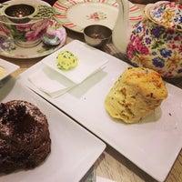 12/23/2013 tarihinde broncoziyaretçi tarafından Tea Salon - The Victoria Room'de çekilen fotoğraf