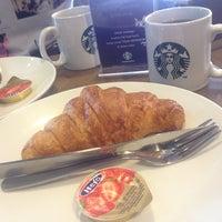 Photo prise au Starbucks par Chynna C. le3/1/2014