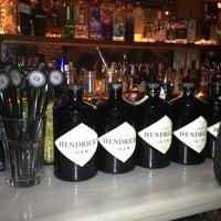 Foto tomada en Ultramarinos Hendrick's Bar por Monica G. el 12/2/2012