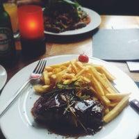 Foto diambil di Joli Restaurant & Bar oleh Yannic N. S. pada 8/26/2013