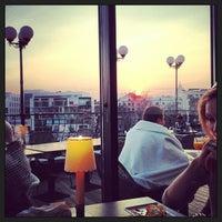 Foto tirada no(a) Ресторан & Lounge «Река» por Женечка С. em 4/19/2013
