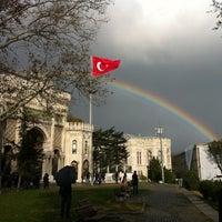 รูปภาพถ่ายที่ İstanbul Üniversitesi โดย Fahri B. เมื่อ 11/23/2012