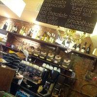 รูปภาพถ่ายที่ Le Petit Cafe โดย Violet B. เมื่อ 10/17/2012