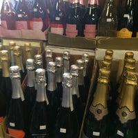 Photo prise au Diplomat Wines & Spirits par Jill O. le6/7/2016