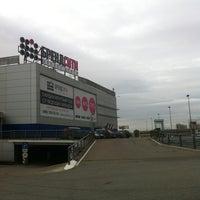 10/25/2012 tarihinde Alex N.ziyaretçi tarafından Аутлет центр Бренд Сити'de çekilen fotoğraf