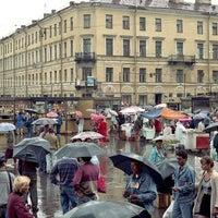 Снимок сделан в Сенная площадь пользователем Helena B. 4/11/2013