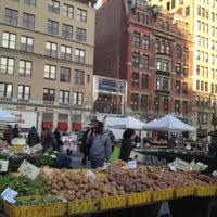 Foto diambil di Union Square Greenmarket oleh Karen H. pada 12/3/2012