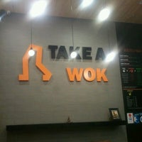 Foto tirada no(a) Take a Wok por Hayer 432 D. em 4/10/2013