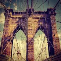 Das Foto wurde bei Brooklyn Bridge von Darius A. am 7/16/2013 aufgenommen