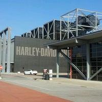 Das Foto wurde bei Harley-Davidson Museum von Amy G. am 12/2/2012 aufgenommen