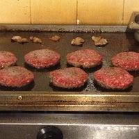 3/28/2013 tarihinde Alessandro O.ziyaretçi tarafından Pit's Burger'de çekilen fotoğraf