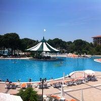 Foto tirada no(a) Venezia Palace Deluxe Resort Hotel por Oğuz Y. em 5/22/2013