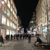 1/30/2013 tarihinde Alexey K.ziyaretçi tarafından Kärntner Straße'de çekilen fotoğraf