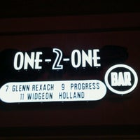 Foto tirada no(a) One-2-One Bar por Aaron D. em 5/31/2013