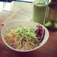 Foto diambil di Gingersnap's Organic oleh Elaine L. pada 9/15/2013