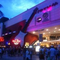 Foto diambil di Forum Cancún oleh Cristian P. pada 7/1/2013
