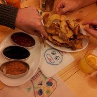 12/29/2012에 Laura B.님이 La Castanya Gourmet Burger에서 찍은 사진