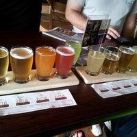 รูปภาพถ่ายที่ Round Guys Brewing Company โดย Cheers To B. เมื่อ 6/23/2013