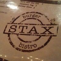 Photo prise au Stax Burger Bistro par Shelby C. le10/1/2012