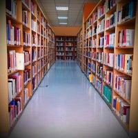 Foto diambil di Merkez Kütüphane oleh cemil Y. pada 5/22/2013