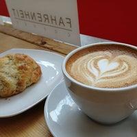 12/31/2012 tarihinde Jen C.ziyaretçi tarafından Fahrenheit Coffee'de çekilen fotoğraf