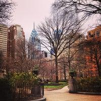 Das Foto wurde bei Rittenhouse Square von Shelly Z. am 12/22/2012 aufgenommen