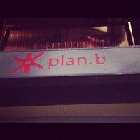 รูปภาพถ่ายที่ Plan B โดย a_banshee เมื่อ 5/1/2013