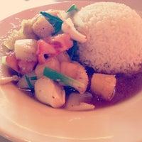 รูปภาพถ่ายที่ Sunisa's Thai Restaurant โดย Kaley V. เมื่อ 5/24/2013