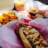 Foto scattata a Delia's Chicken Sausage Stand da Sara L. il 9/21/2014