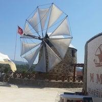 Photo prise au MMK Yeldeğirmeni Restaurant Yalıkavak par Derin D. le8/31/2014