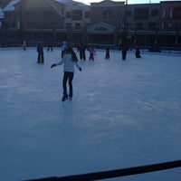 Foto tomada en Dercum Square Ice Rink  por Courtney H. el 12/23/2012