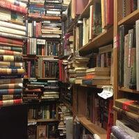 Photo prise au Capitol Hill Books par Jana-Lynn le3/6/2013